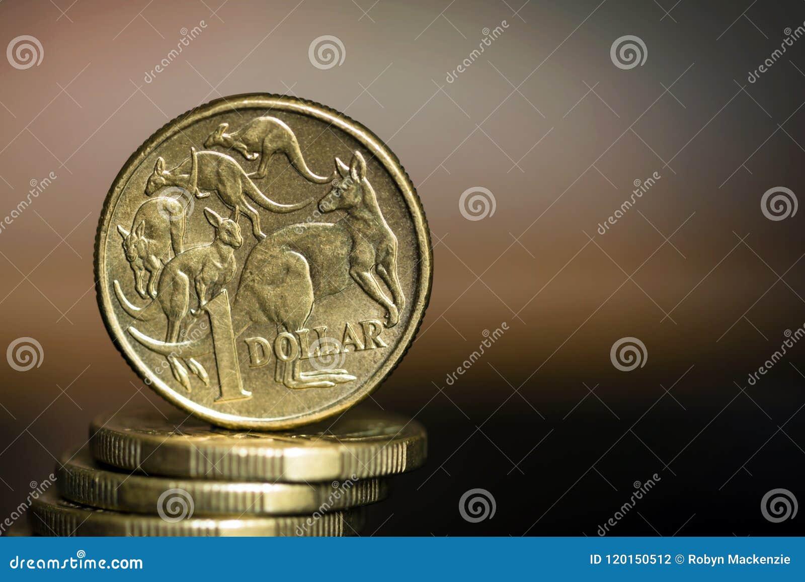 Moedas do dólar australiano sobre o fundo borrado com Copyspace