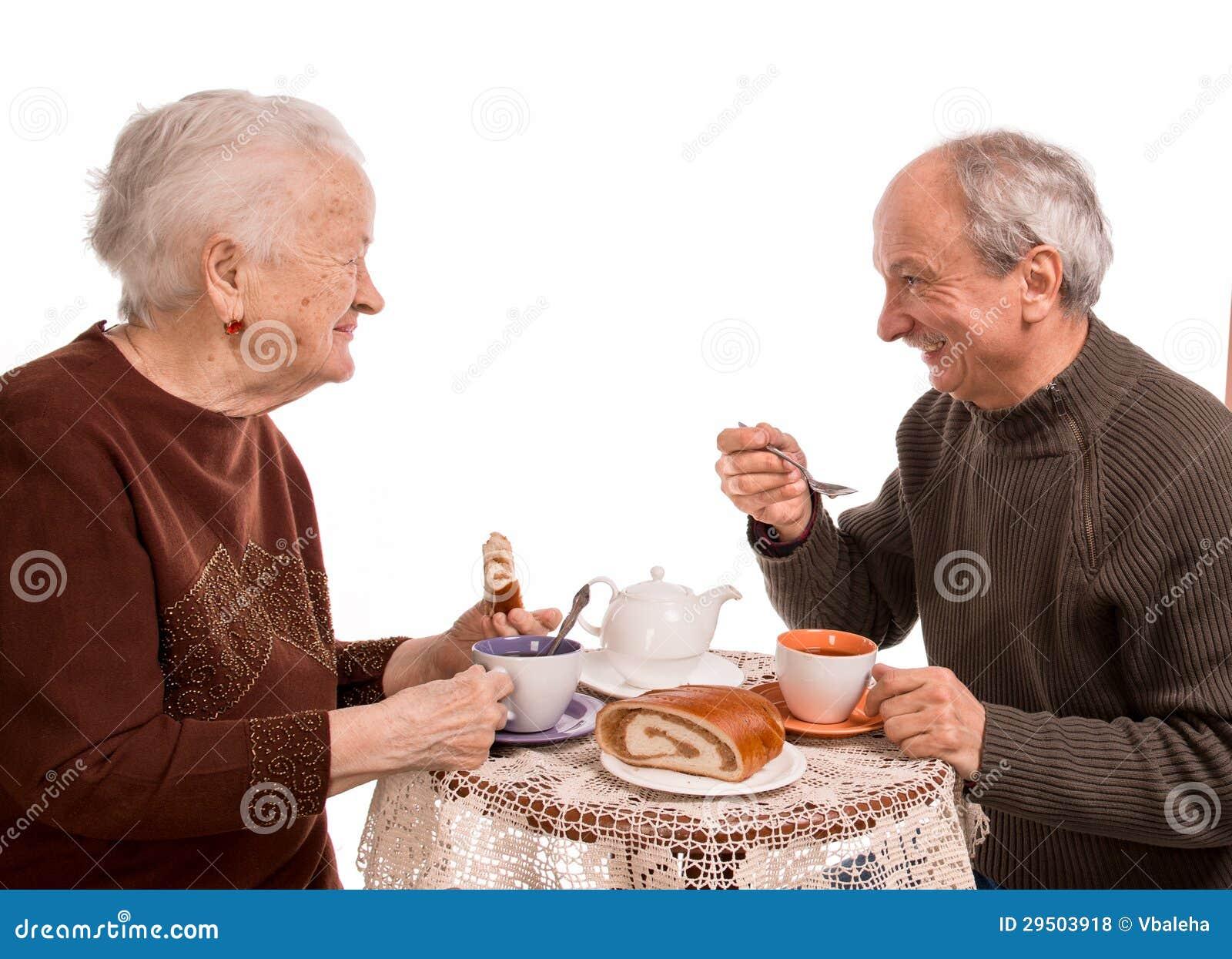Moeder die thee met haar zoon hebben