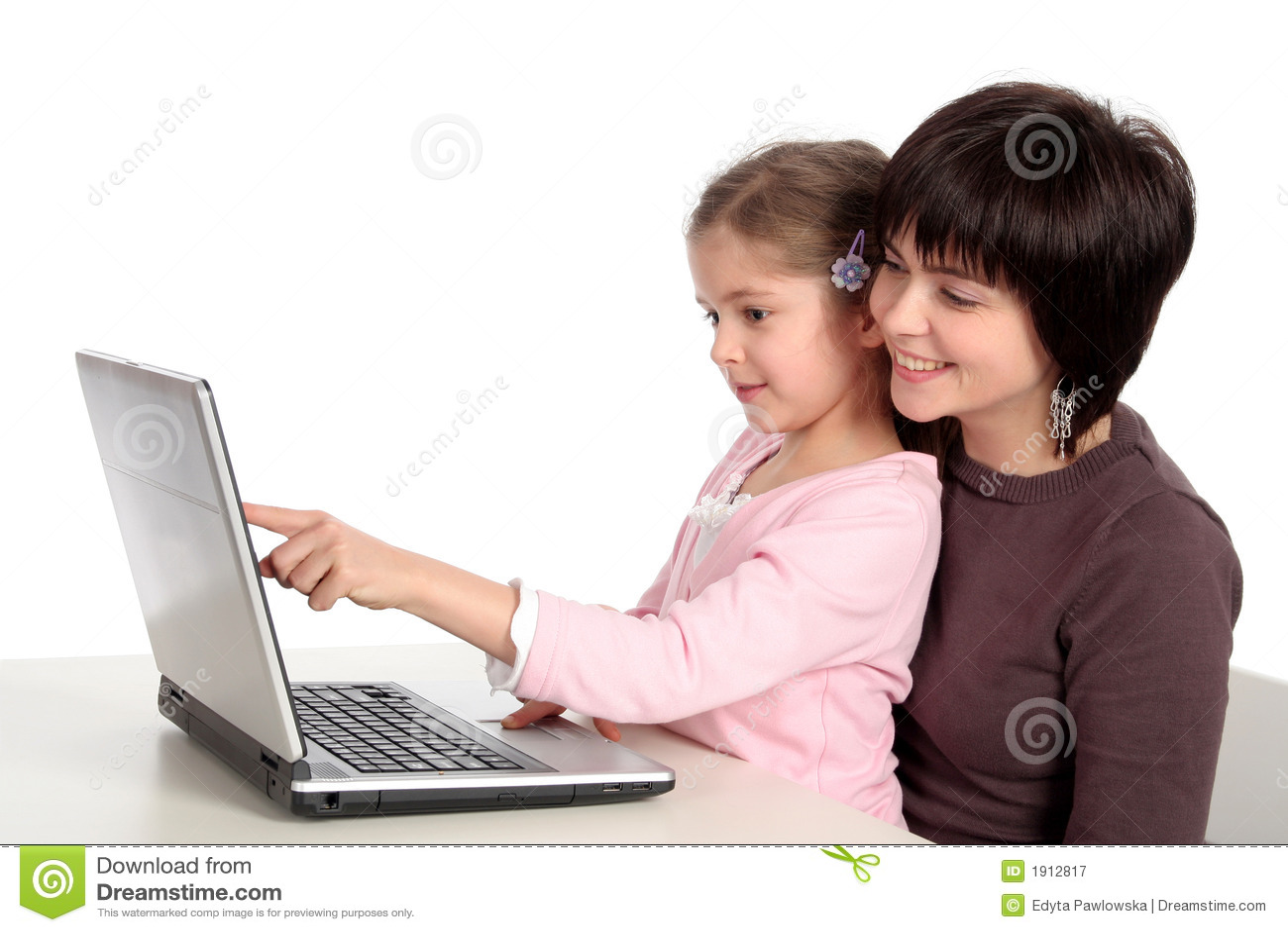 Moeder en Dochter die Laptop met behulp van