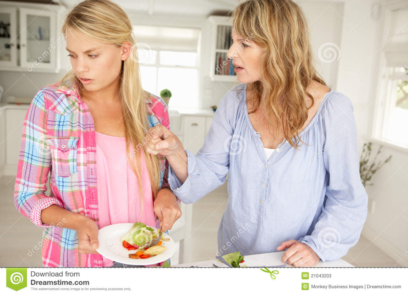 Moeder en het tienerdochter debatteren