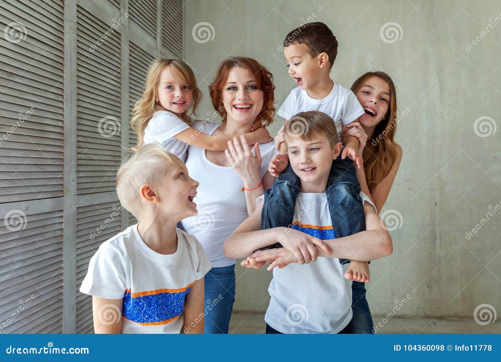 Moeder en vijf kinderen dichtbij thuis