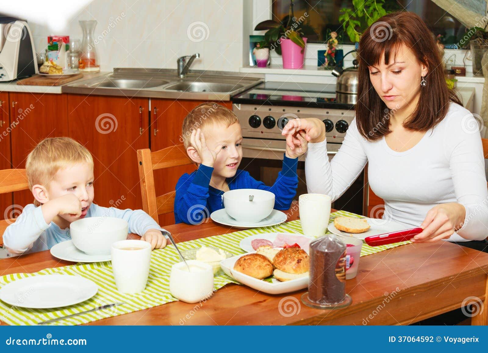 Moeder en zonen de kinderen die van jongensjonge geitjes for Moeders en zonen psychologie
