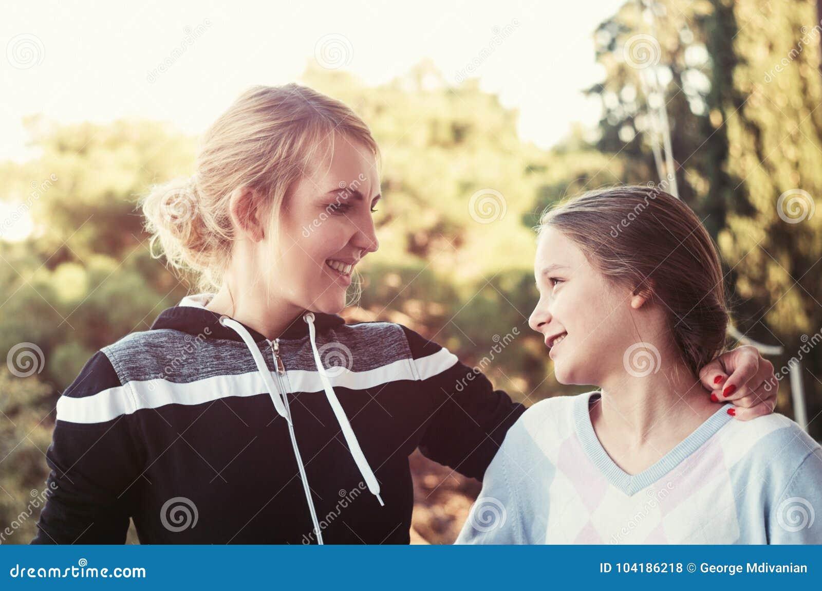 Moeder met dochter het spreken
