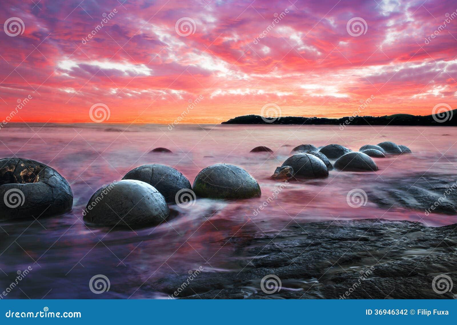 Moeraki Boulders on the Koekohe beach, Eastern coast of New Zealand ... Pacific Ocean Underwater Animals