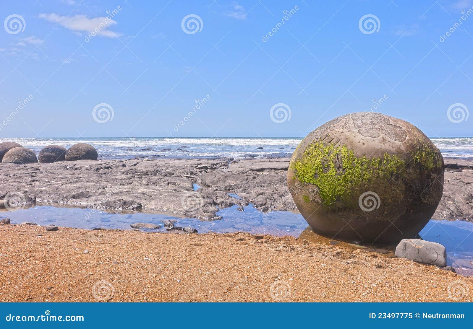 Moeraki Fluss-Steine Auf Neuseeland-Strand Stockbild ...