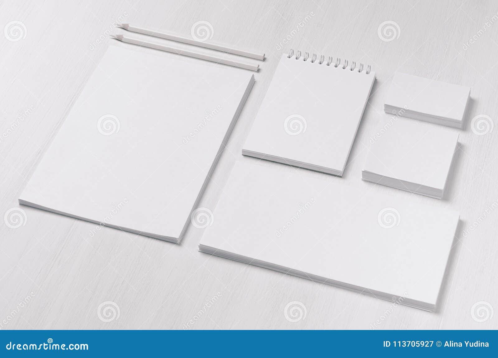 Mofa de marcado en caliente del negocio para arriba de los efectos de escritorio en blanco blancos fijados en el fondo de madera