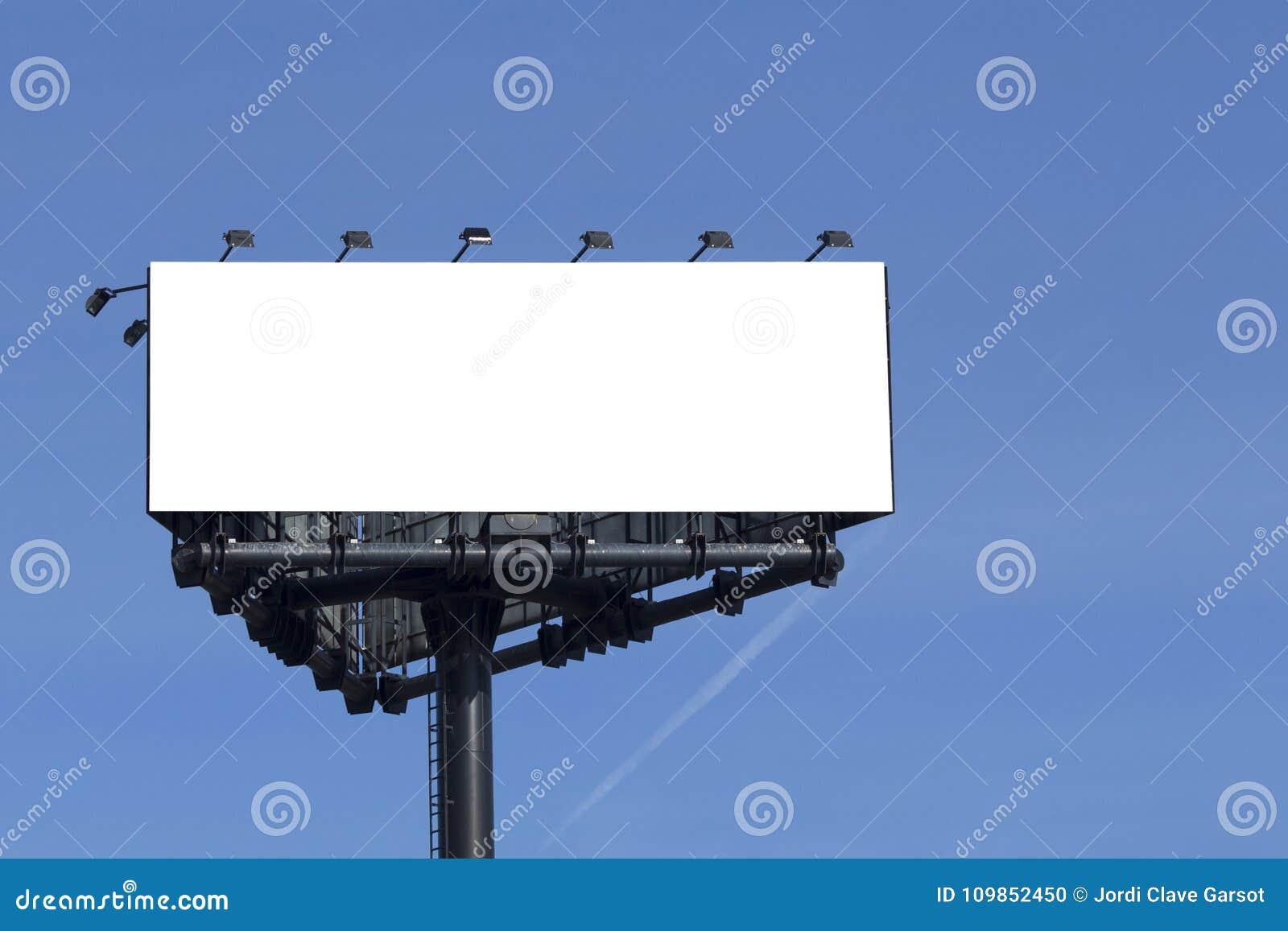 Mofa en blanco de la cartelera para arriba