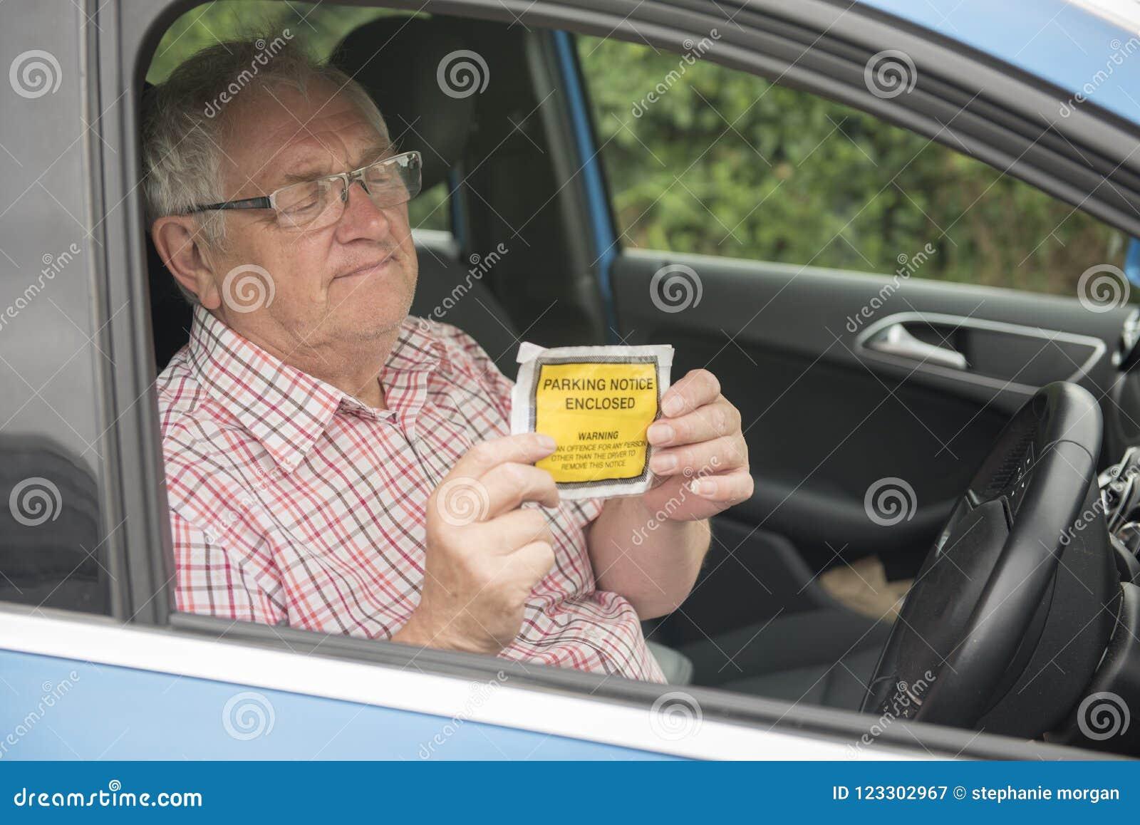 Mogen man med fint se för parkering förargat