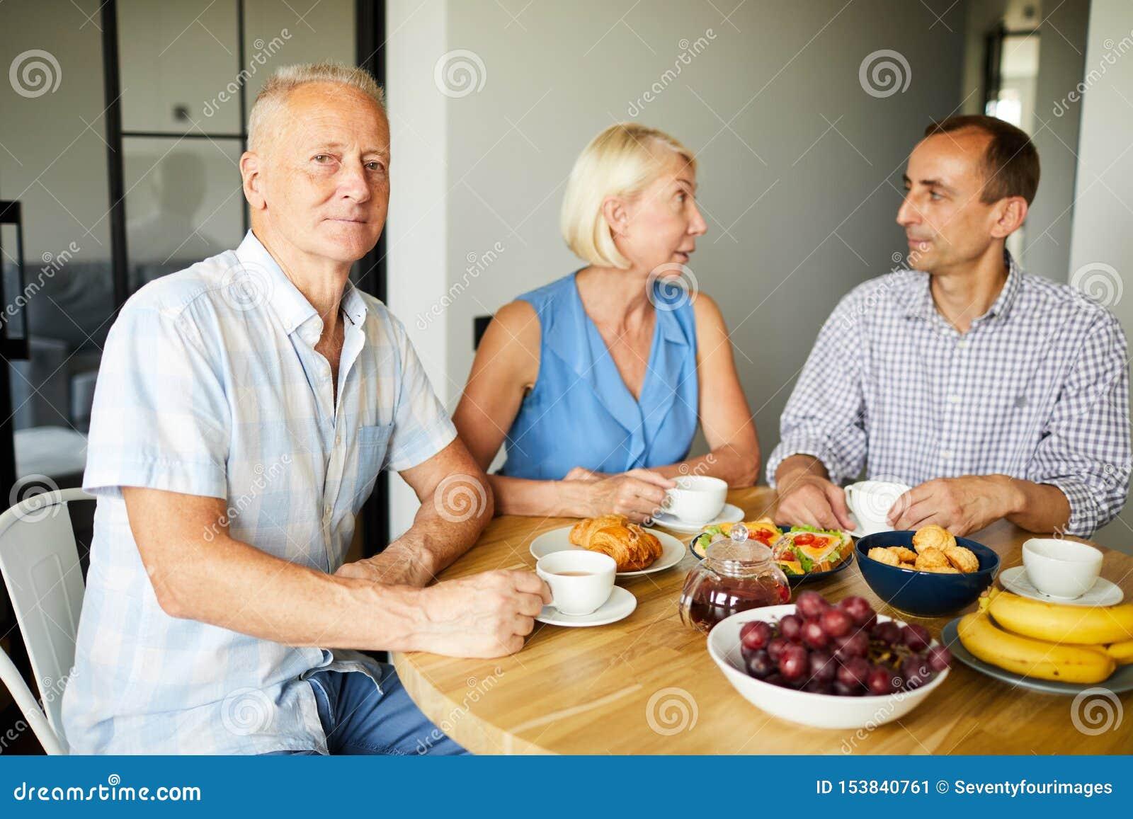 Moget folk som tycker om lunch