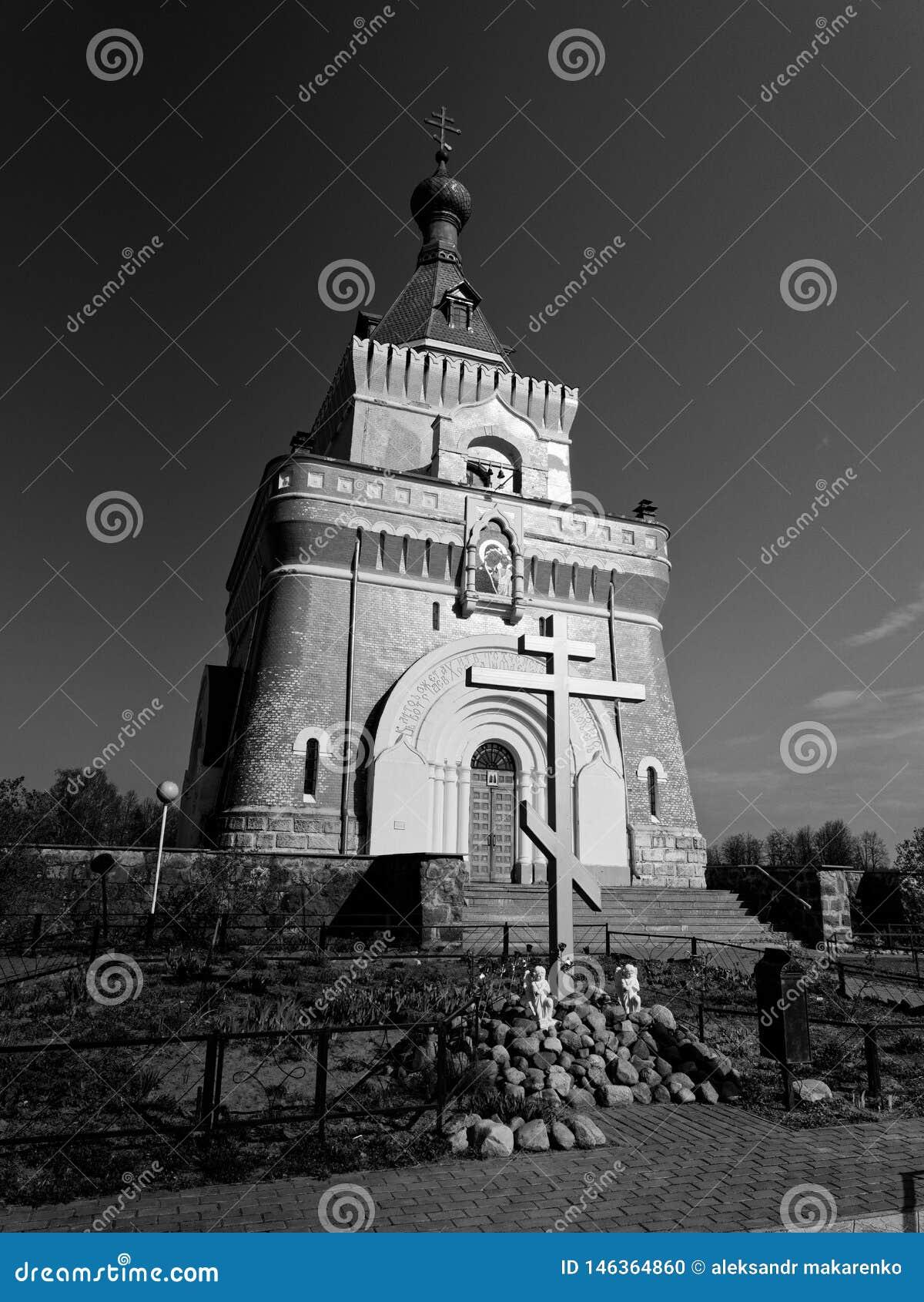 MOGILEV, ΛΕΥΚΟΡΩΣΙΑ - 27 ΑΠΡΙΛΊΟΥ 2019: ΔΑΣΙΚΟ χωριό όμορφη εκκλησία