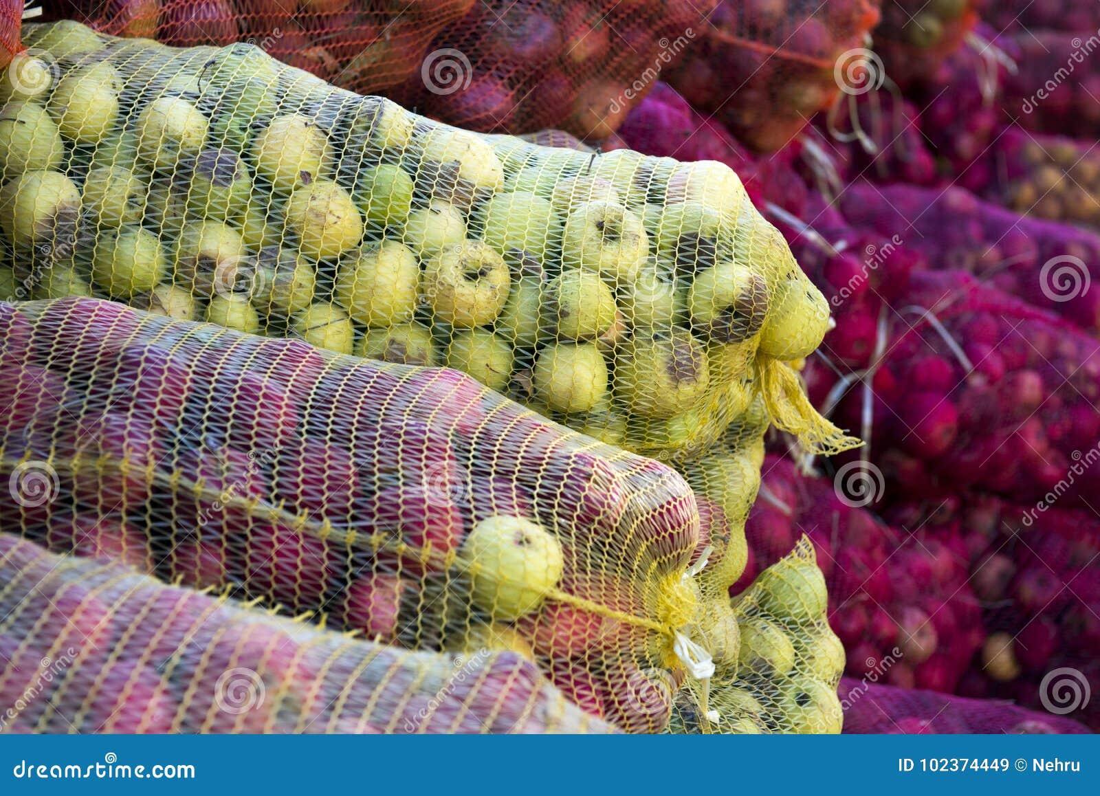 Mogna äpplen för bransch i ett ingrepp hänger löst