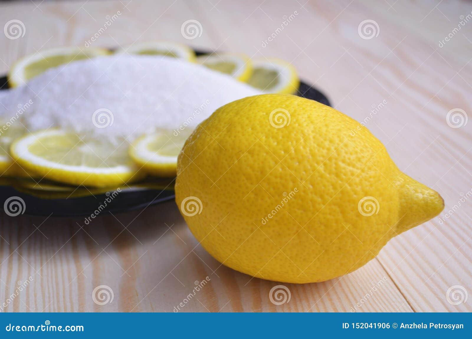 Mogna citroner på trätappningbakgrund sund vegetarian f?r mat