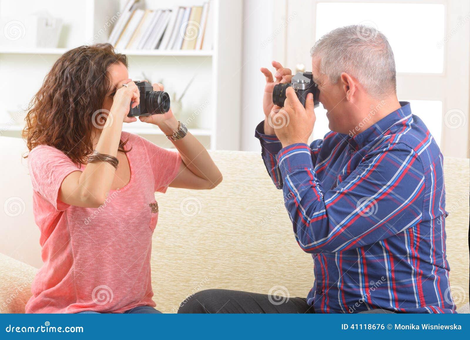 Mogna par som tar bilder