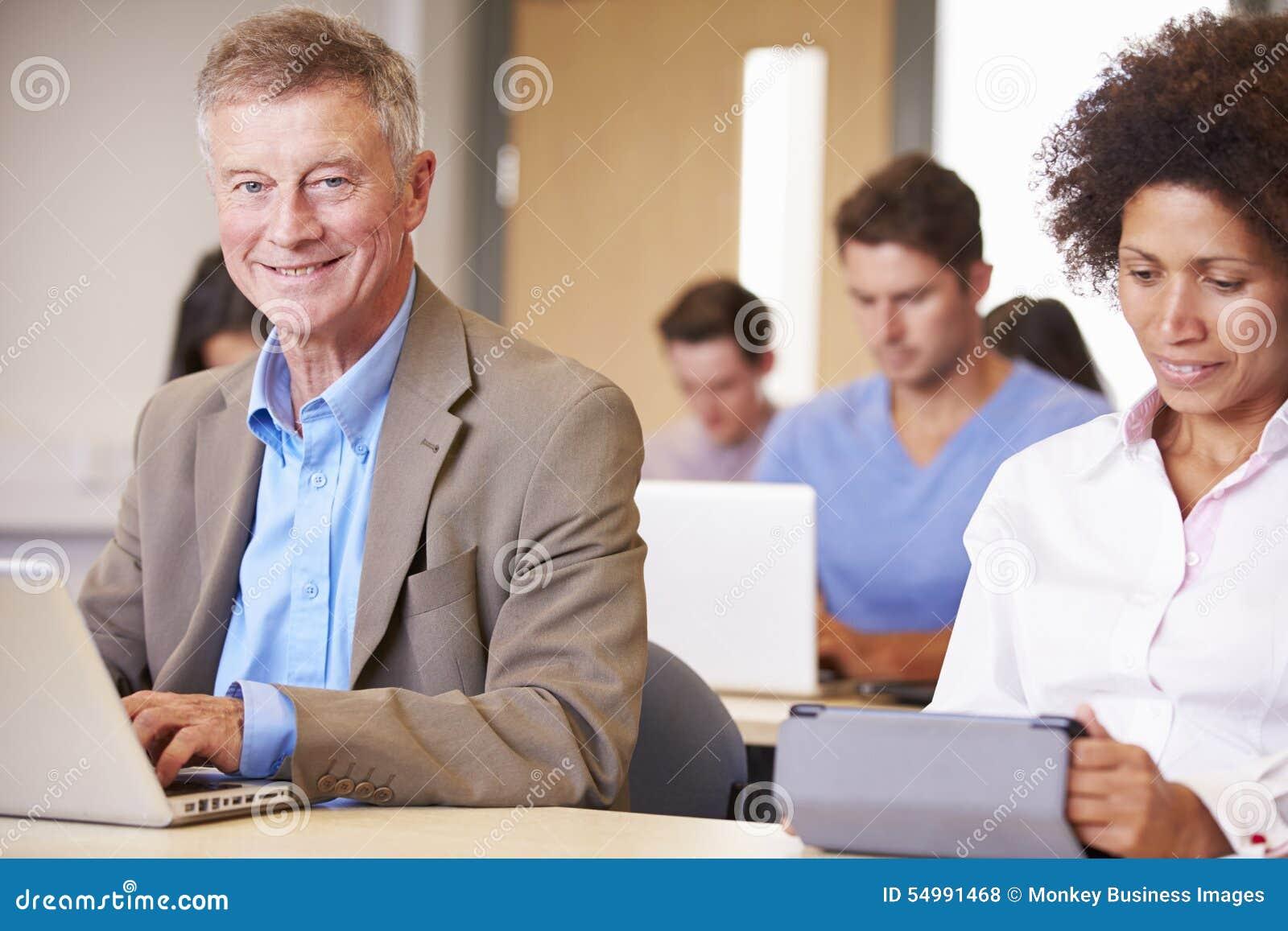 Mogna studenter i vidareutbildninggrupp