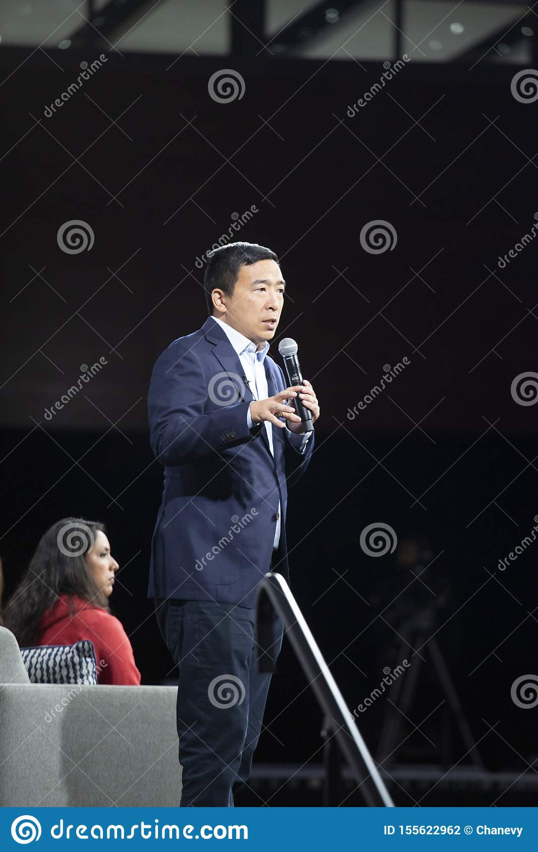 MOINES 8月10日,2019-DES,IA/USA:安德鲁杨讲话