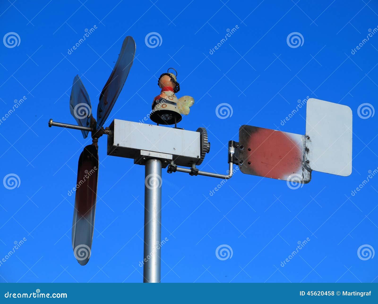 Moinho de vento rústico pequeno