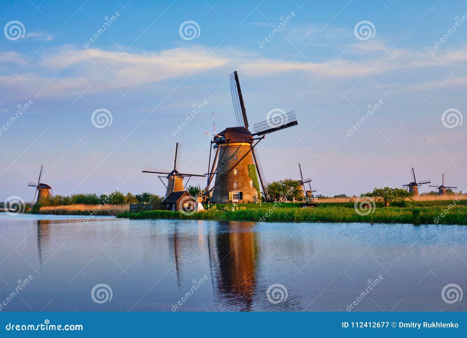 Moinhos de vento em Kinderdijk na Holanda netherlands