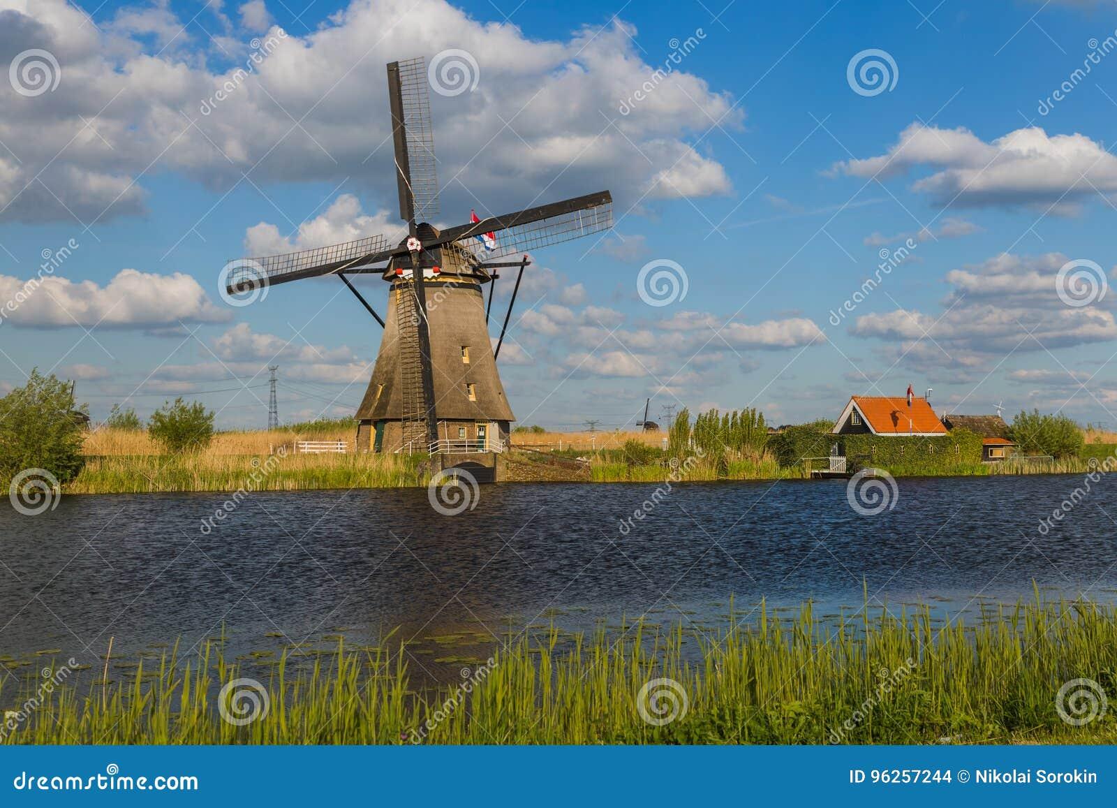 Moinhos de vento em Kinderdijk - Países Baixos
