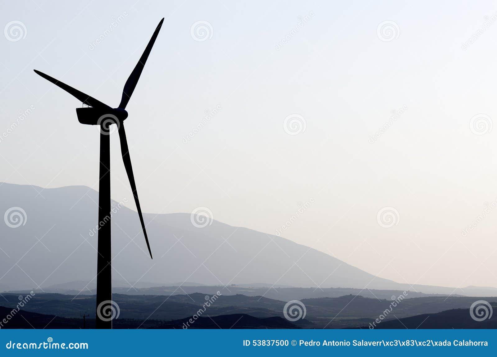 Moinhos de vento no nascer do sol