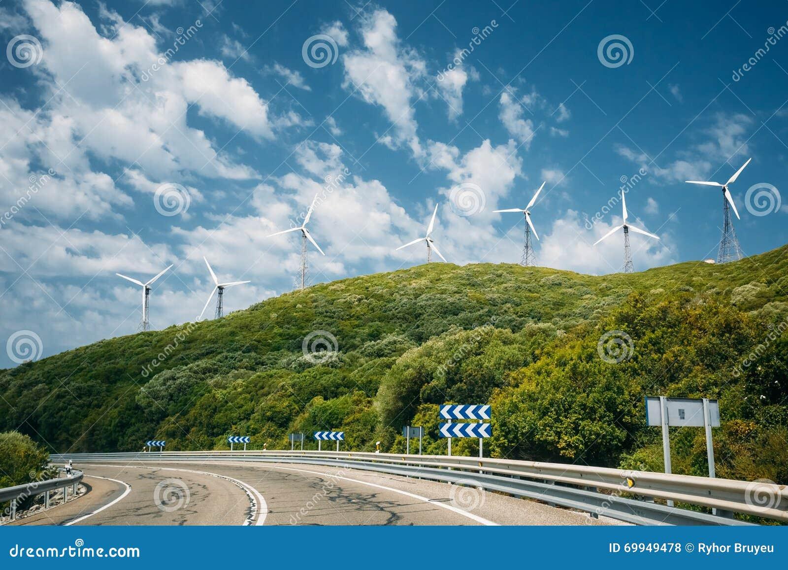 Moinhos de vento, turbinas eólicas para a produção da energia elétrica