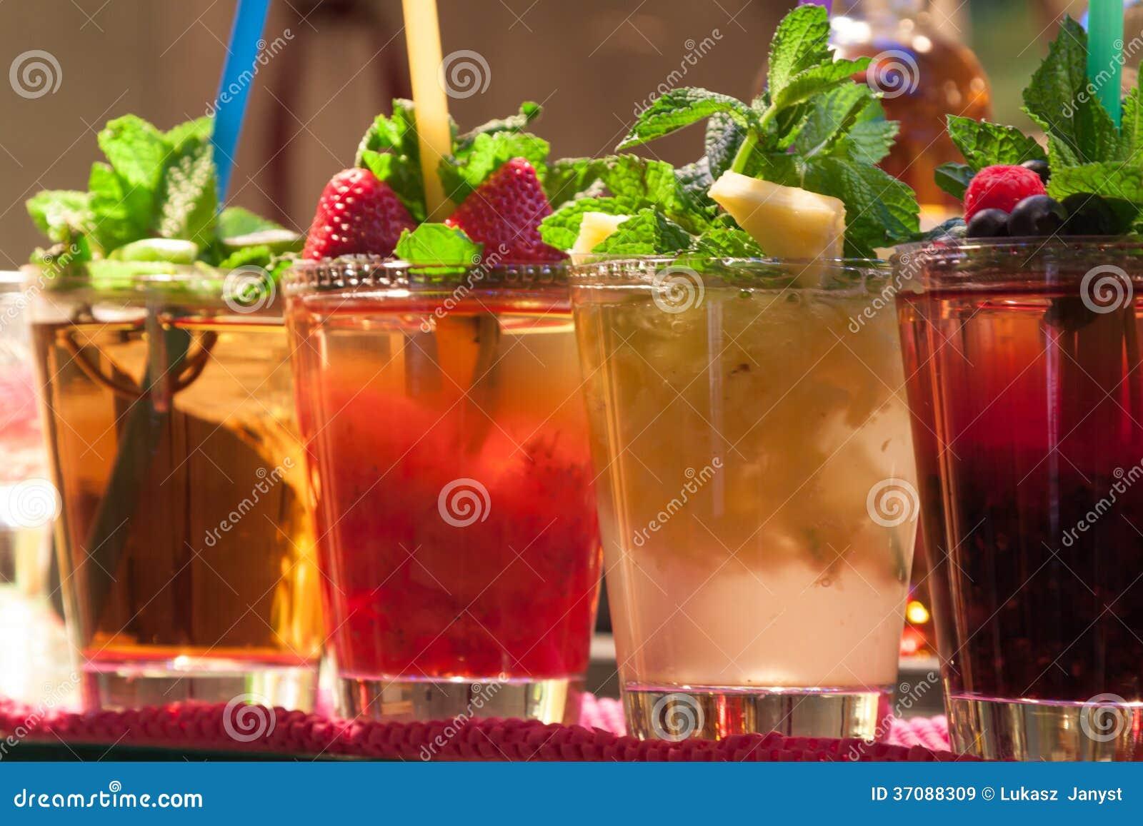 Download Mojito koktajl obraz stock. Obraz złożonej z alkoholiczka - 37088309