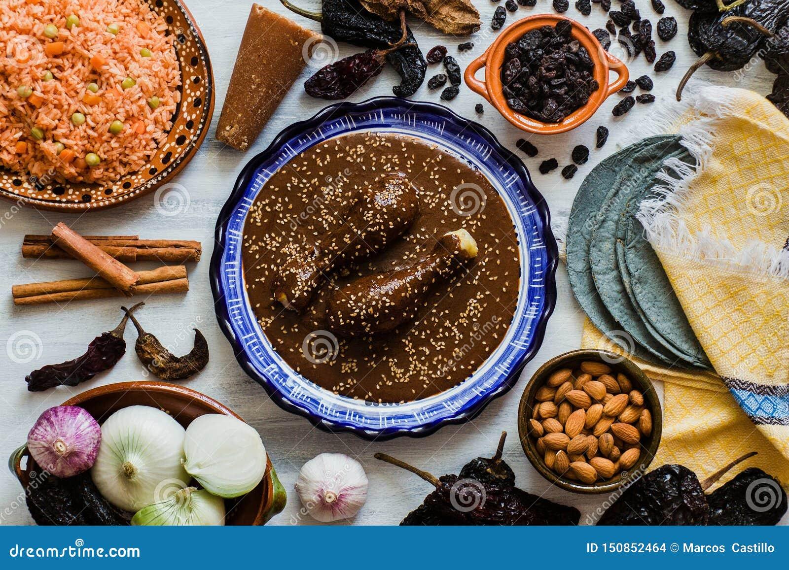 Mol Mexicano, Poblano-molingrediënten, Mexicaans kruidig voedsel traditioneel in Mexico