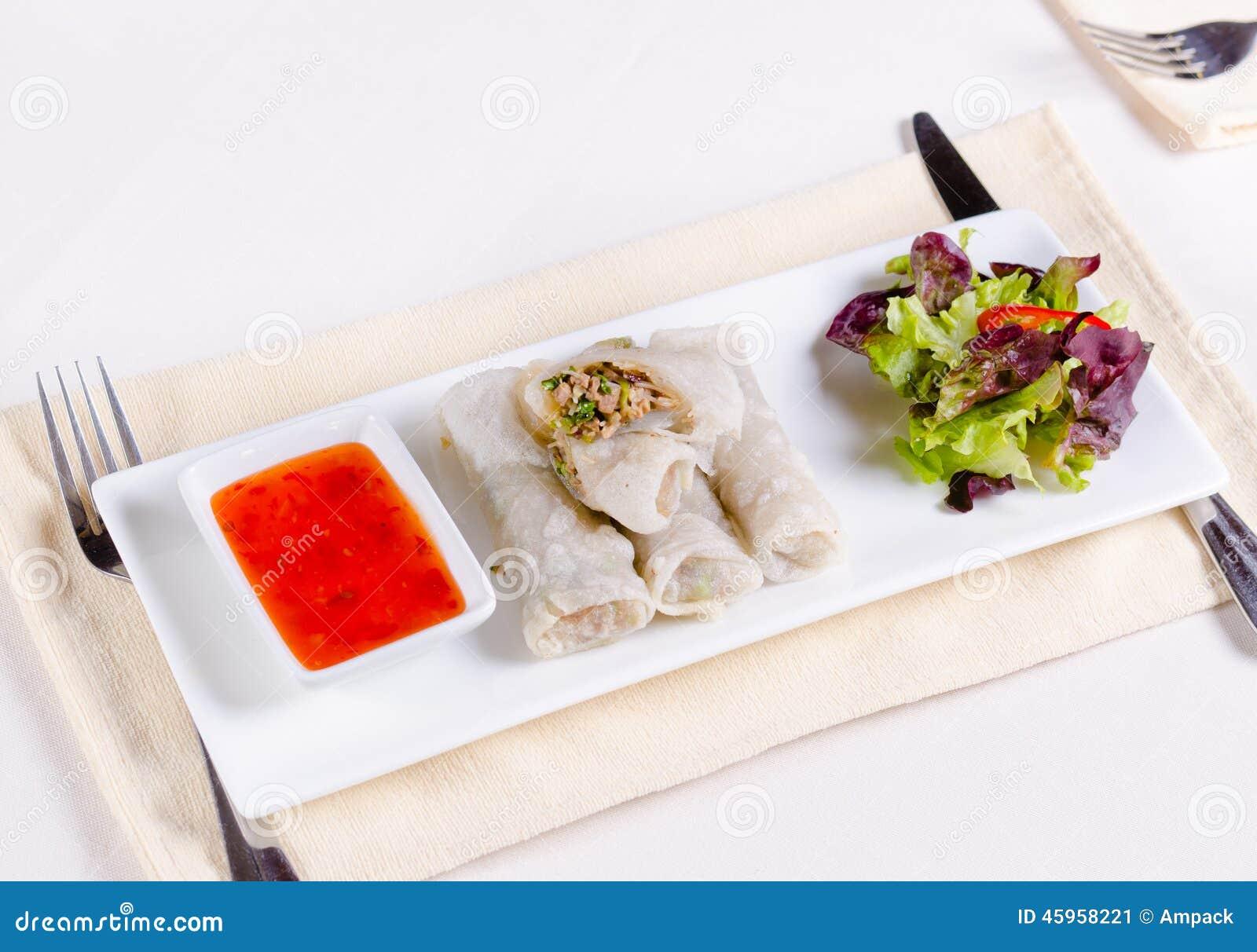 Mola Meaty saudável Rolls com vegetarianos e molho