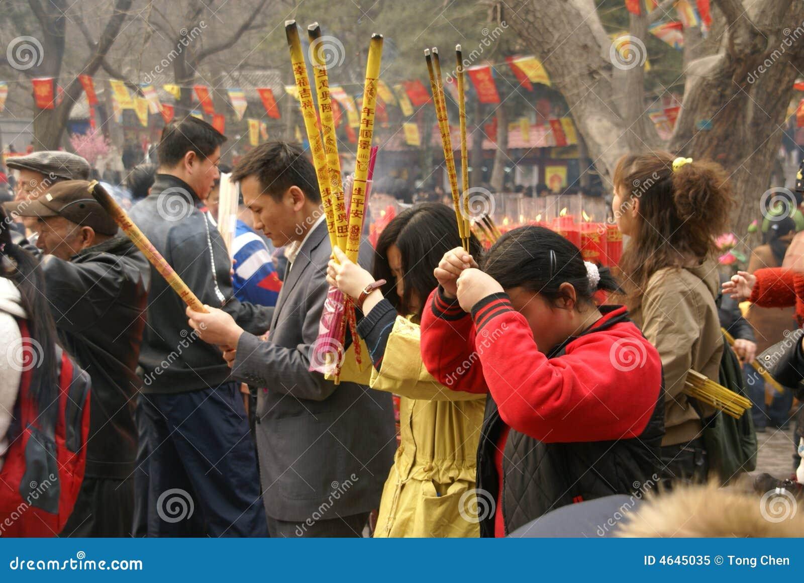 Mola que Praying em China