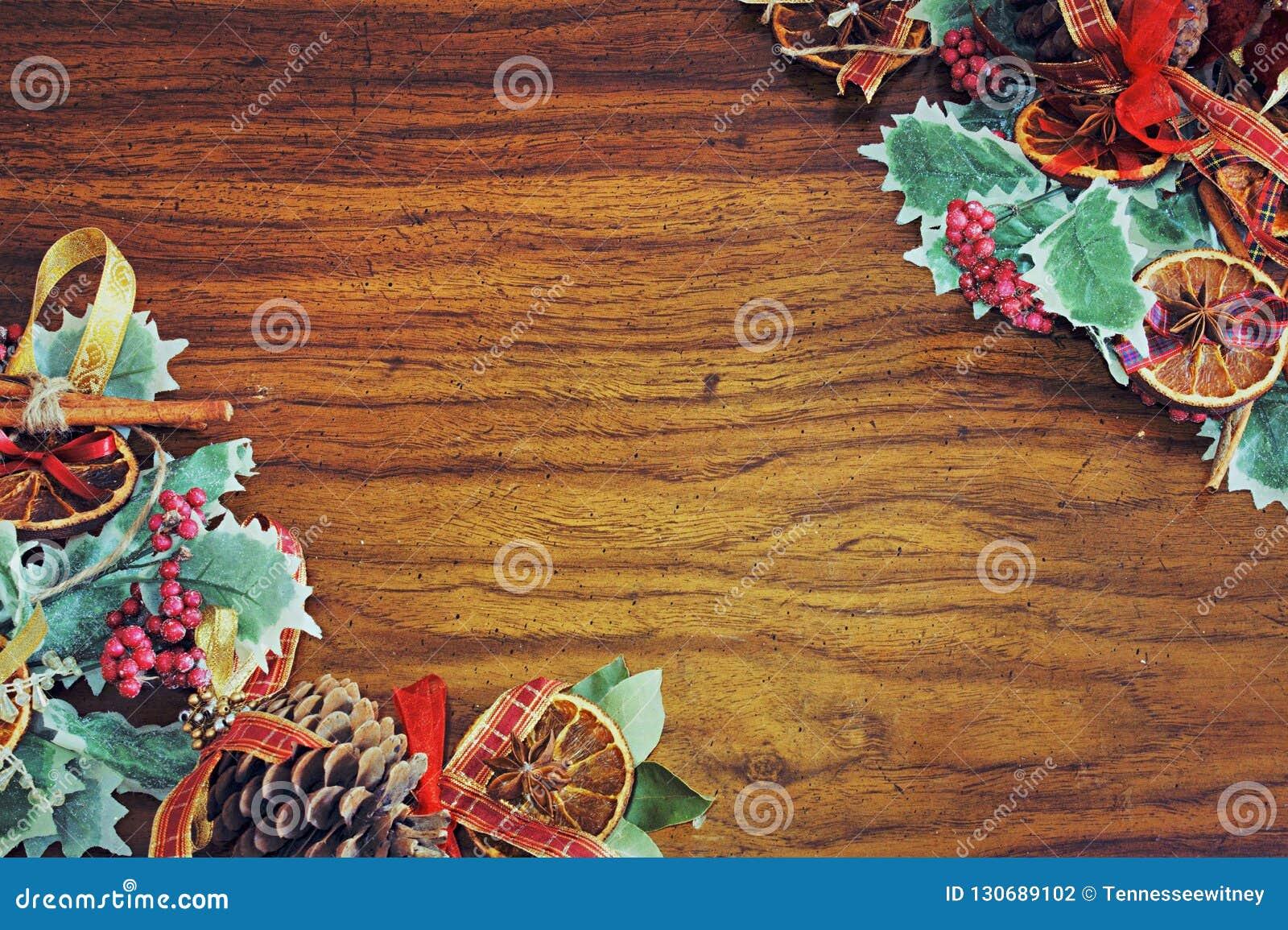 Molde morno do cartão do tema do Natal com as decorações da árvore do xmas