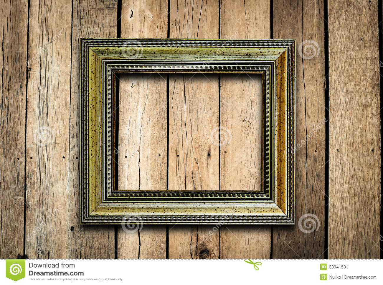 Moldura para retrato velha na parede da madeira do vintage.