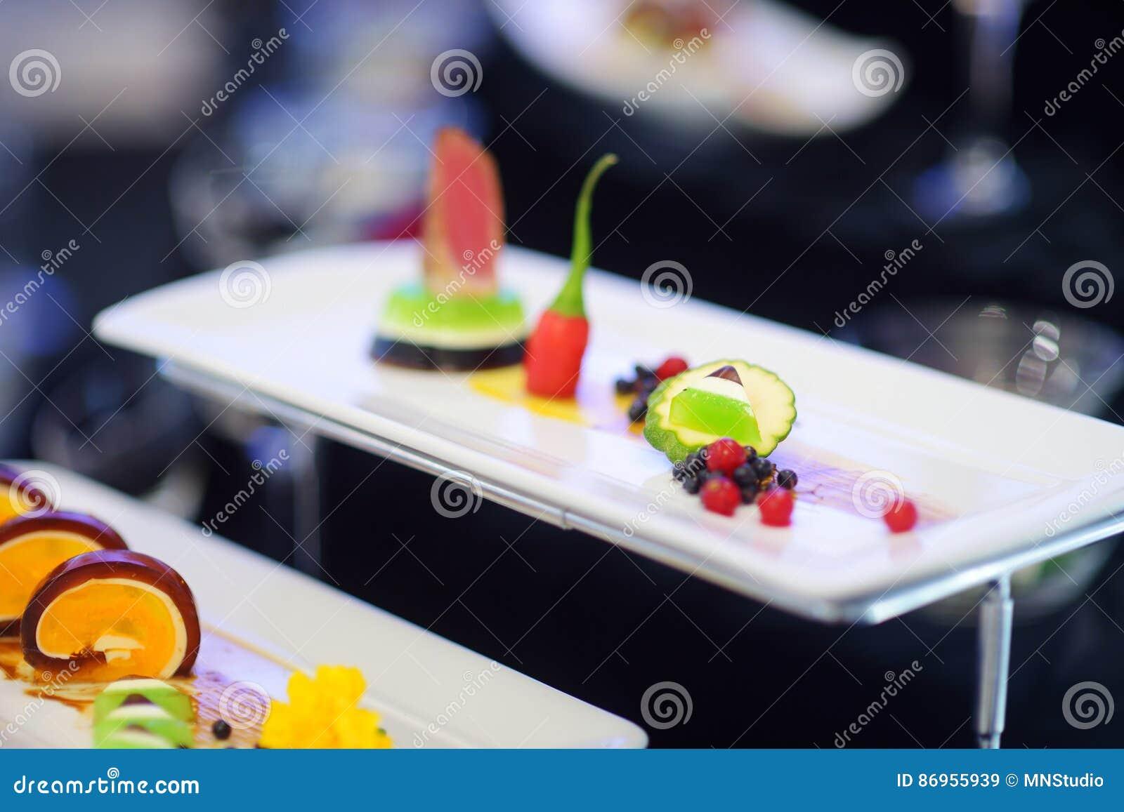 Frisch Moderne Kuche ~ Molekulare moderne küche verschiedene fantastische teller auf