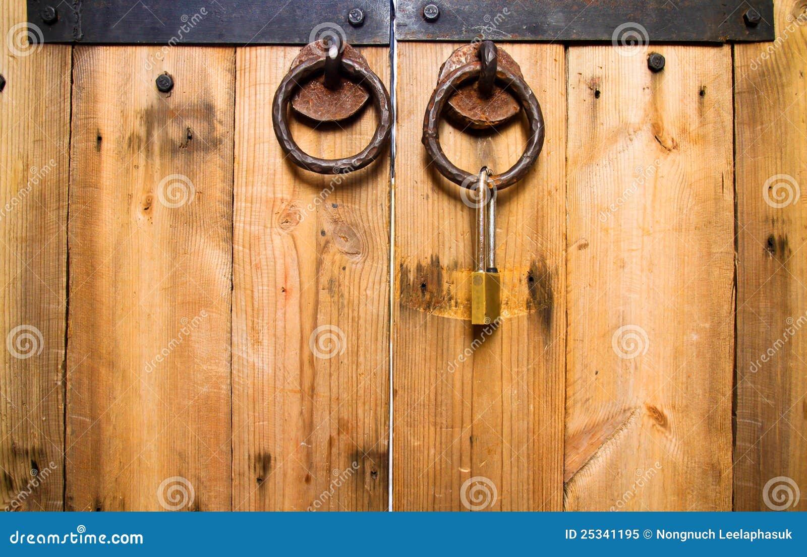 Molette de trappe en bois verrouillée