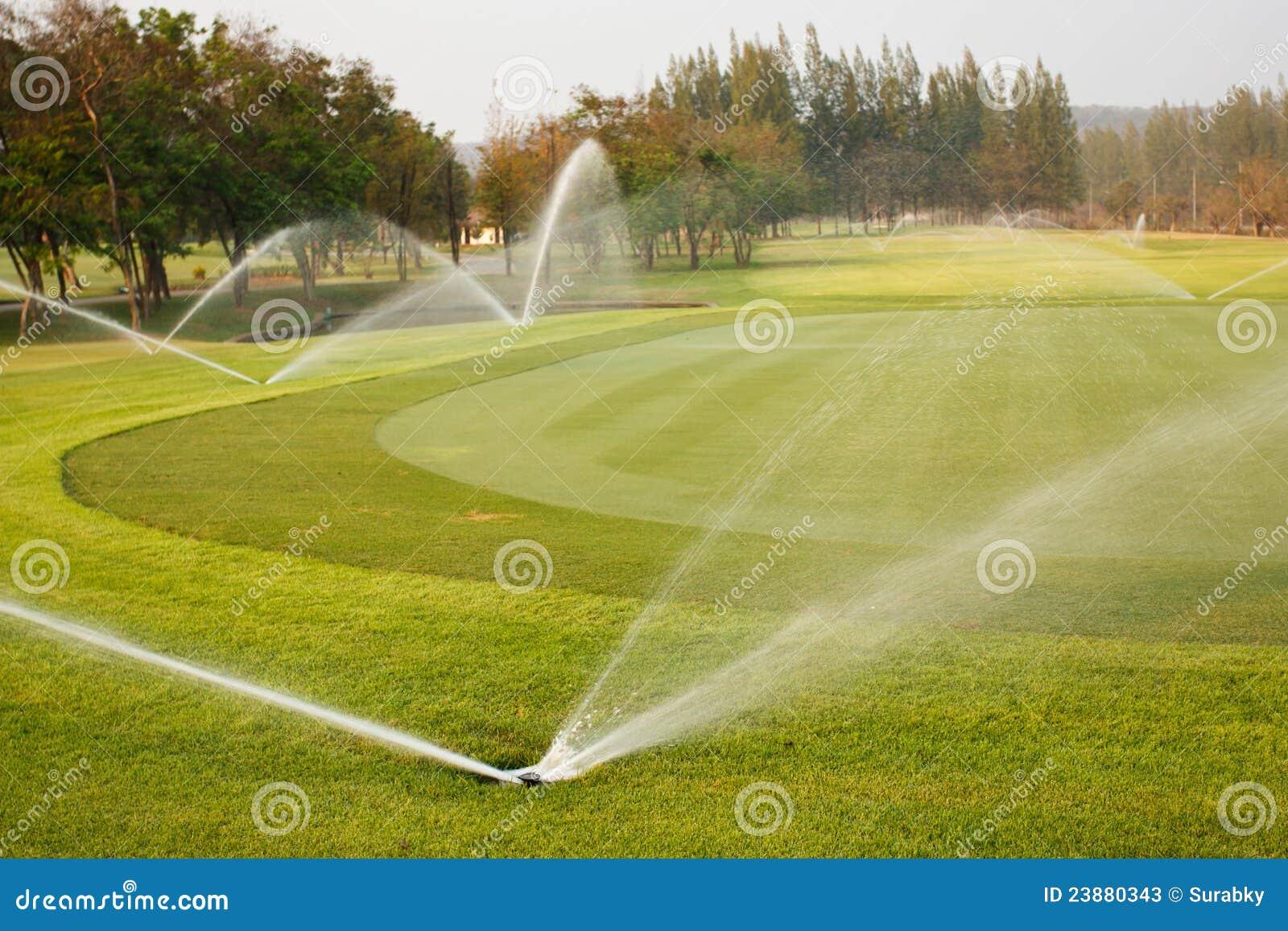 Molhar no campo de golfe