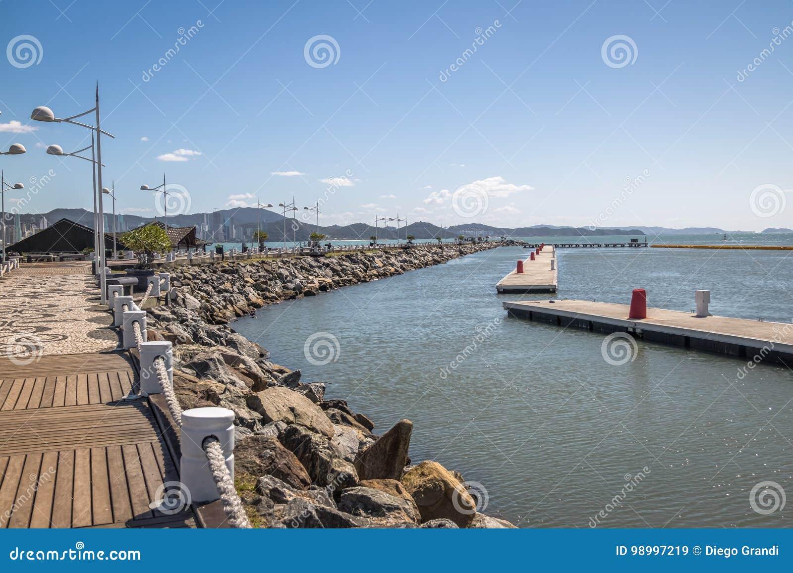 Molhe a Dinamarca Barra Sul Breakwater - Balneario Camboriu, Santa Catarina, Brasil
