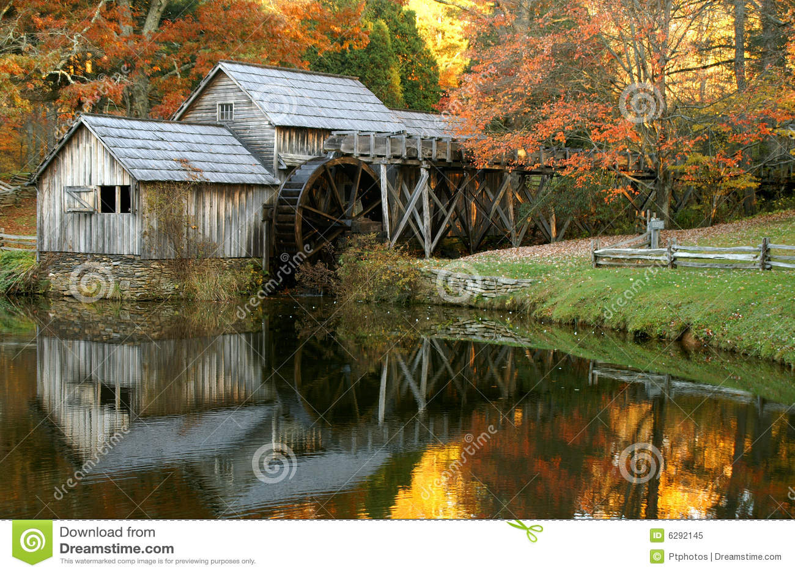 Molino de Mabry, ruta verde azul de Ridge, Virginia en otoño