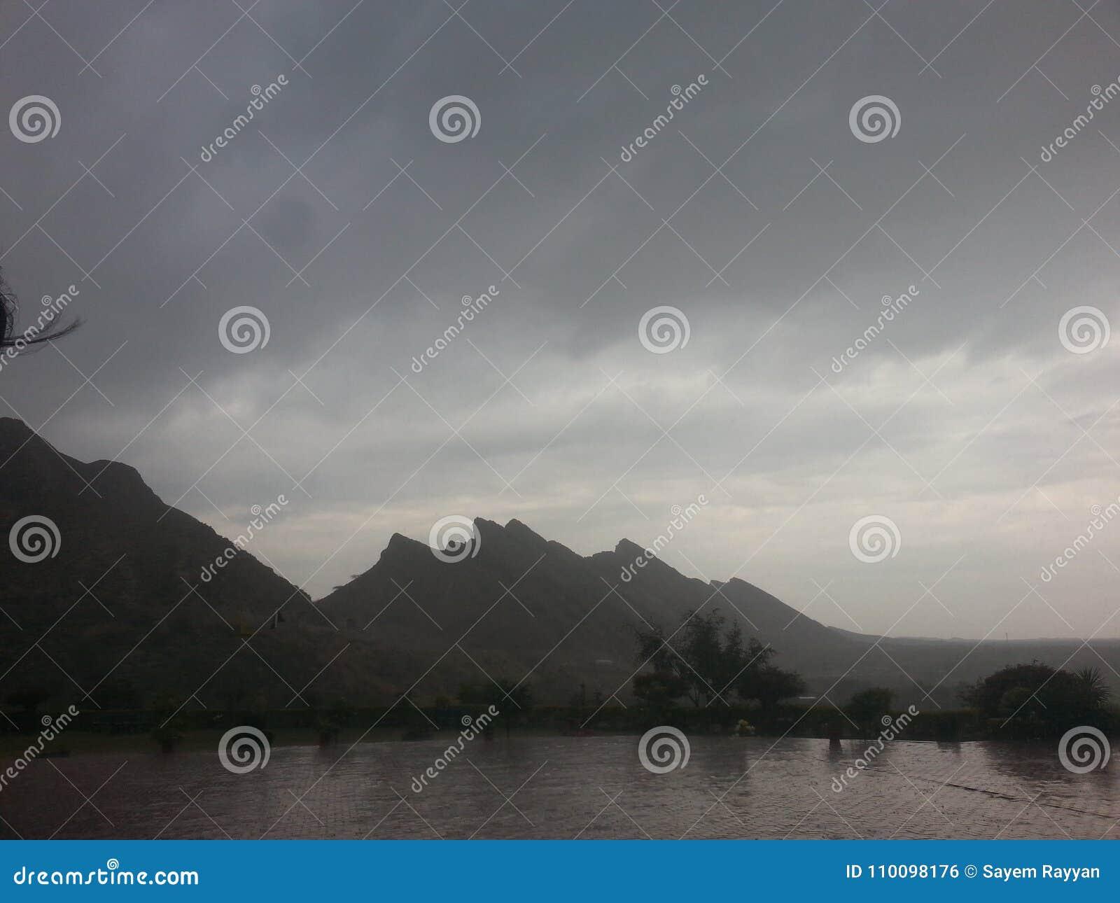 Moln i berg