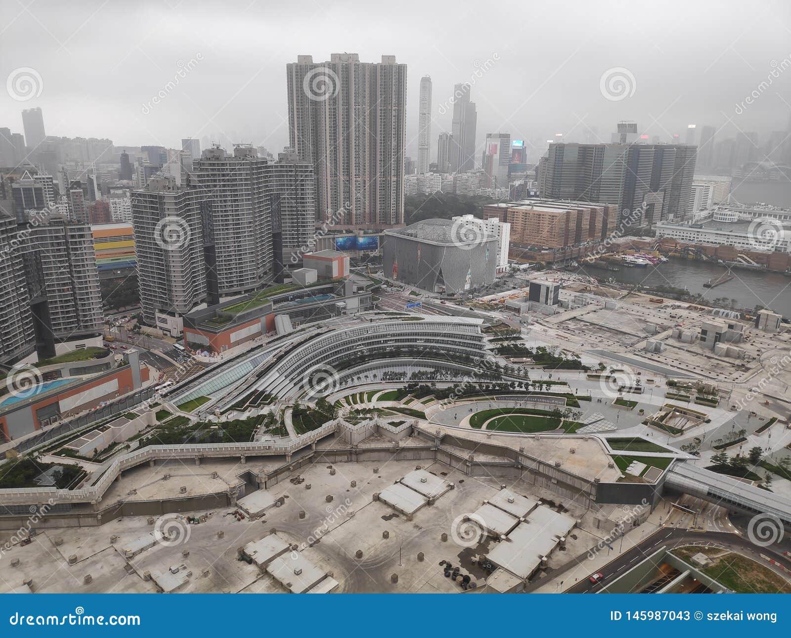 Molnig dag för Hong Kong stad