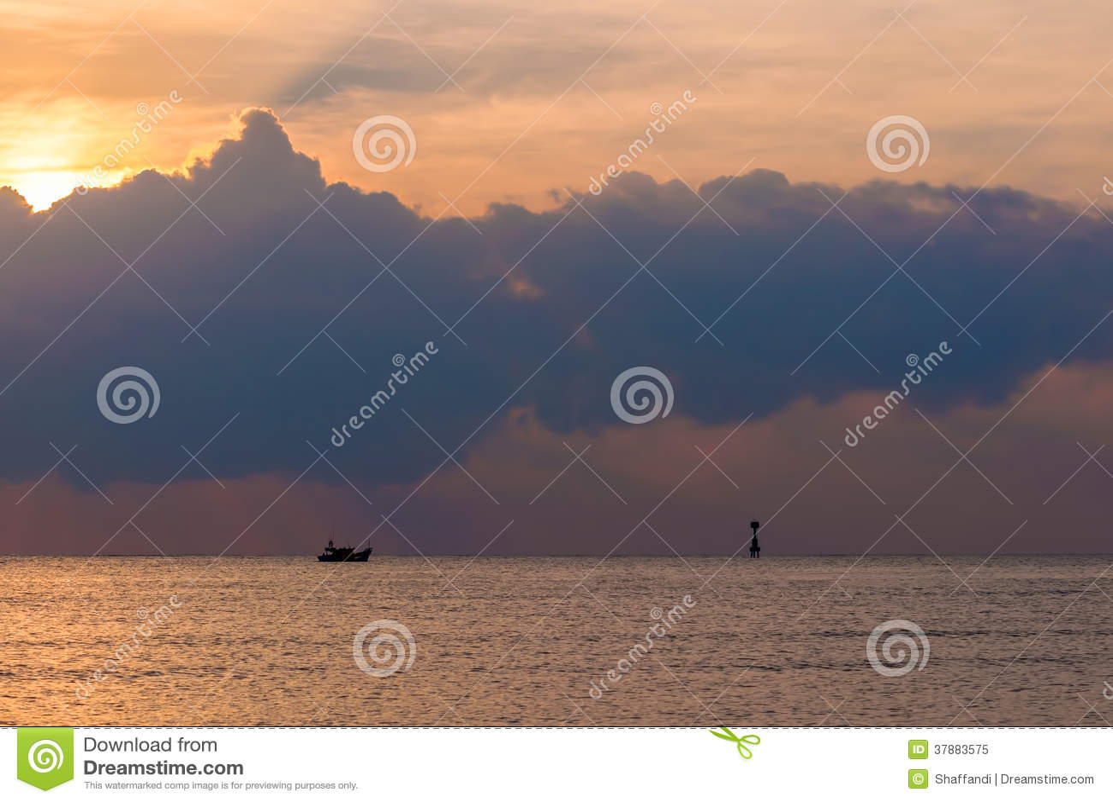 Molnig solnedgång