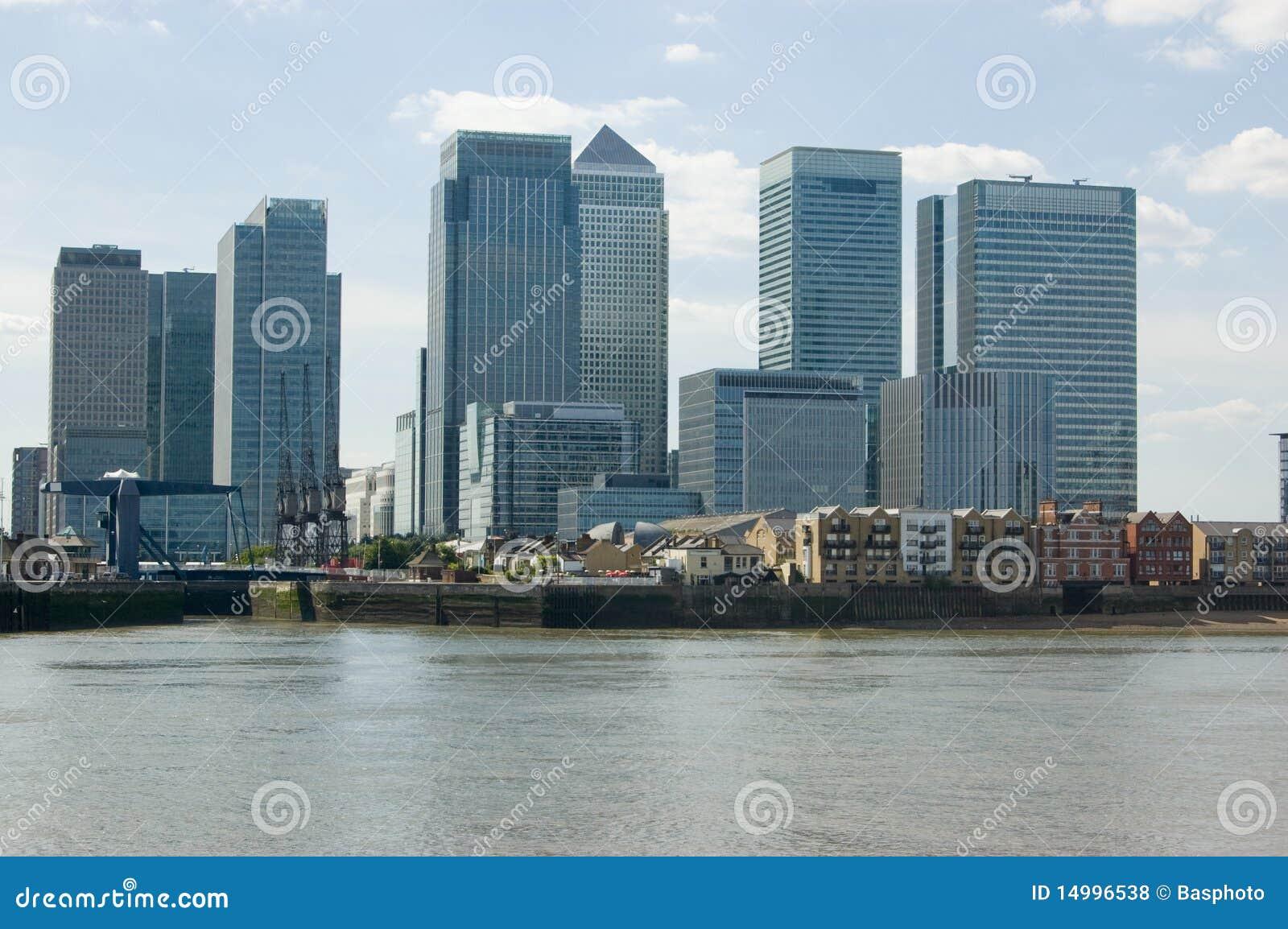 Molo color giallo canarino, Docklands di Londra, osservati da Greenw