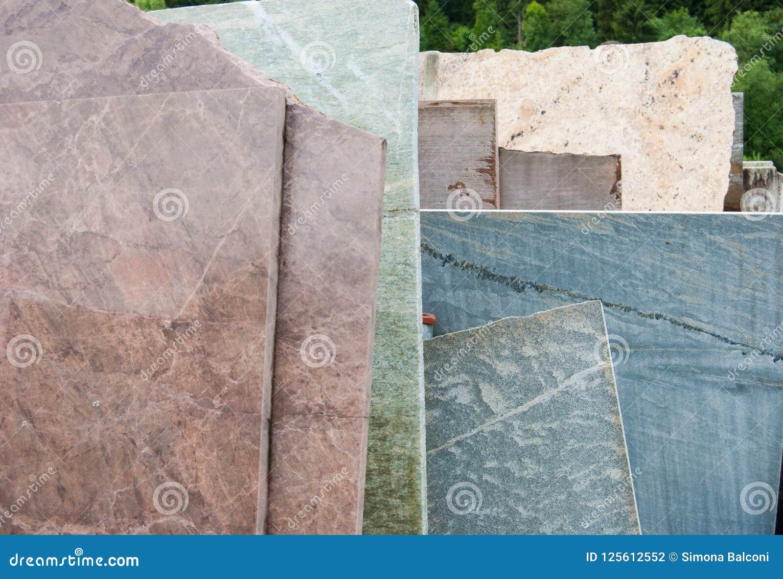 Molte Lastre Del Marmo Di Carrara Dei Colori Differenti Fotografia