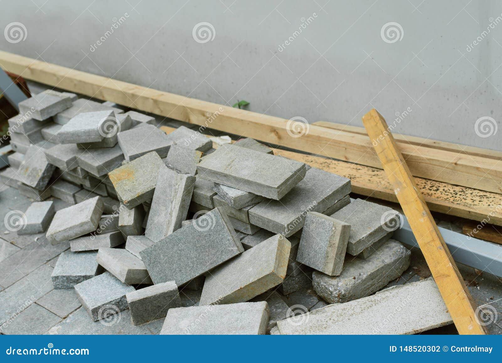 Molte lastre per pavimentazione per la riparazione delle strade pedonali