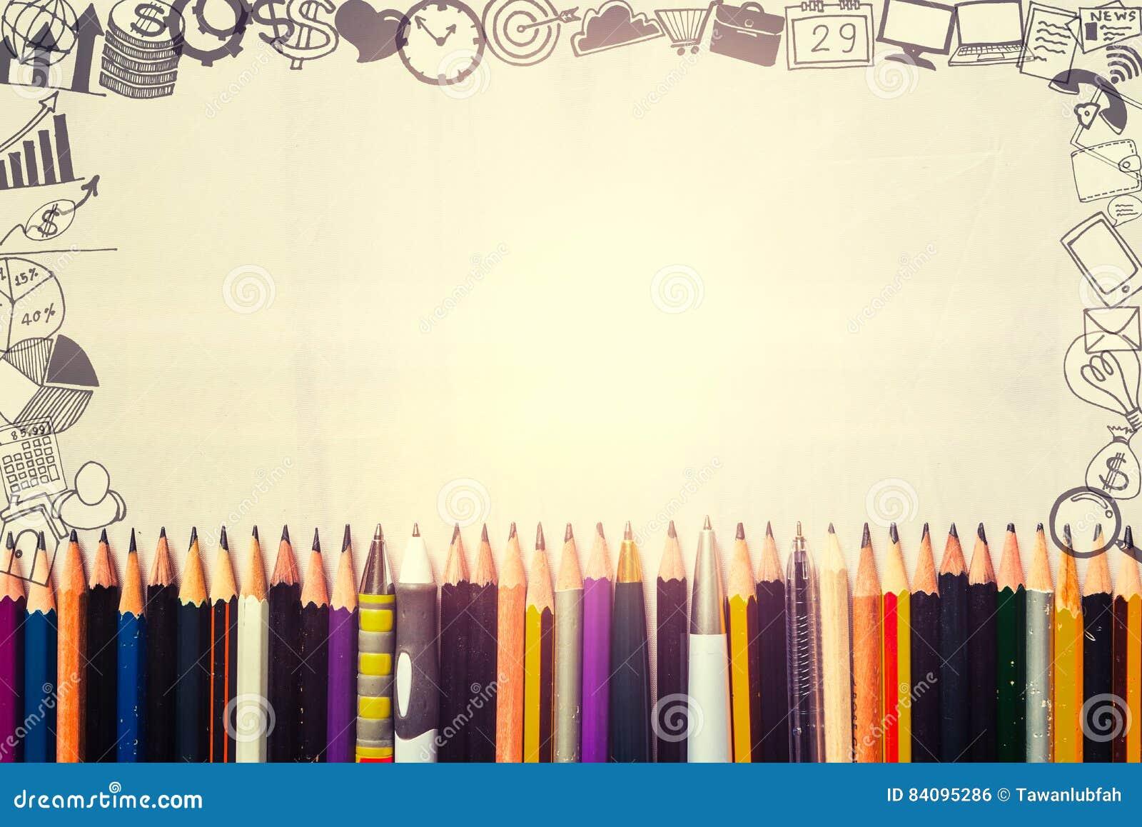 Molte penne e matite con le icone del disegno di affari intorno al confine