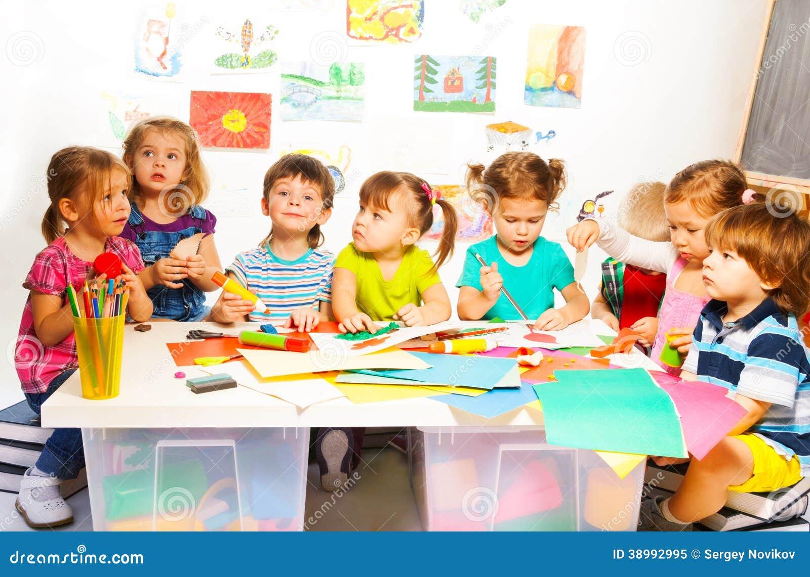 Molti Bambini Creativi Immagine Stock Immagine Di Asilo 38992995