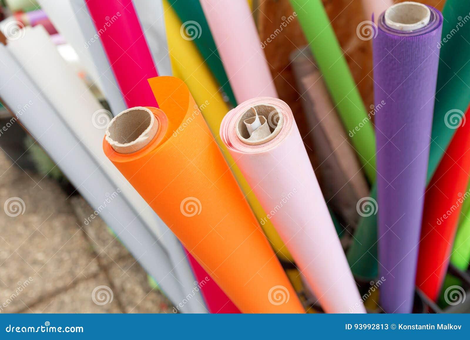 Rotoli Di Carta Colorata : Molti rotoli di carta da imballaggio per i fiori carta da