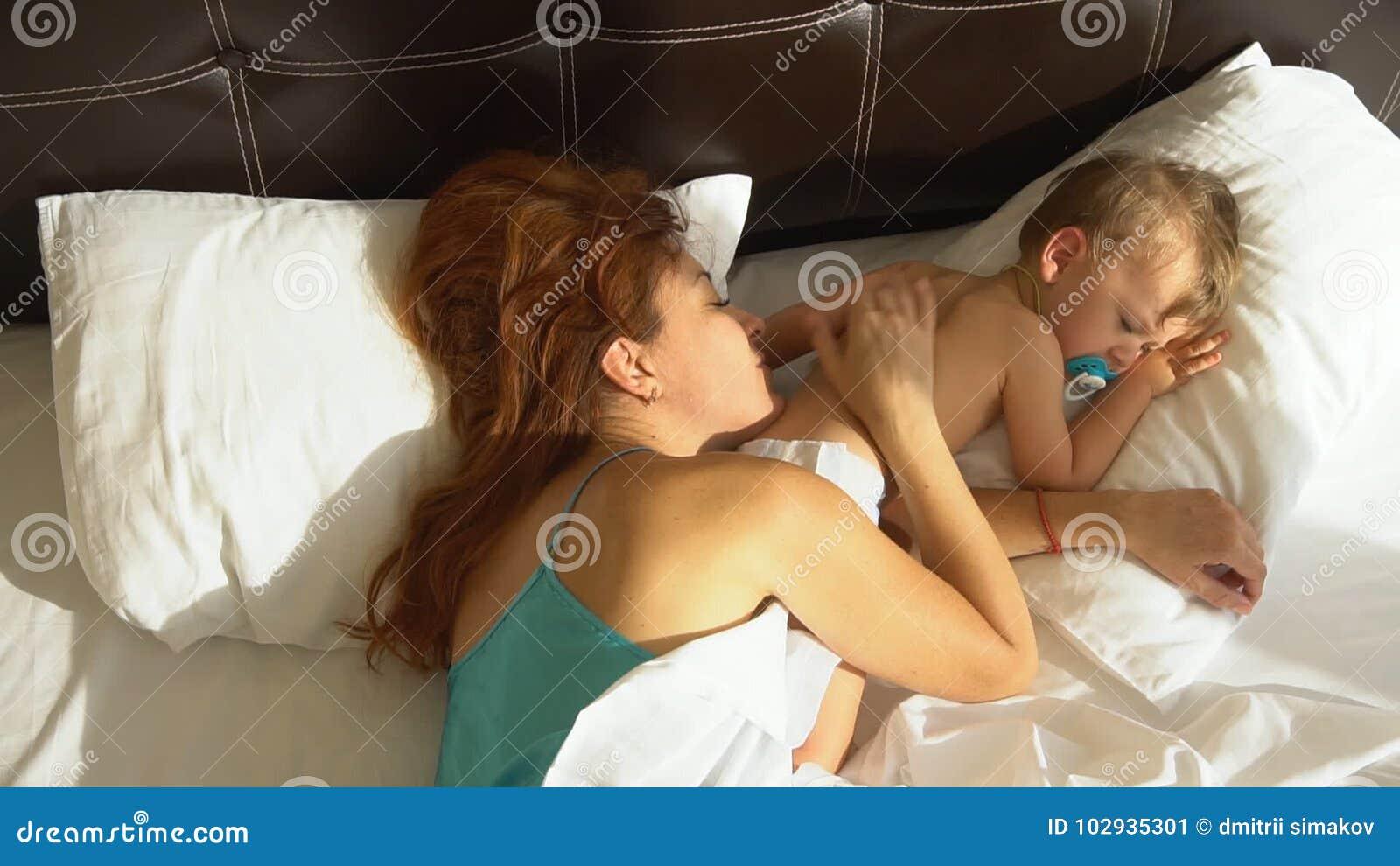 Мамочки утром в постели