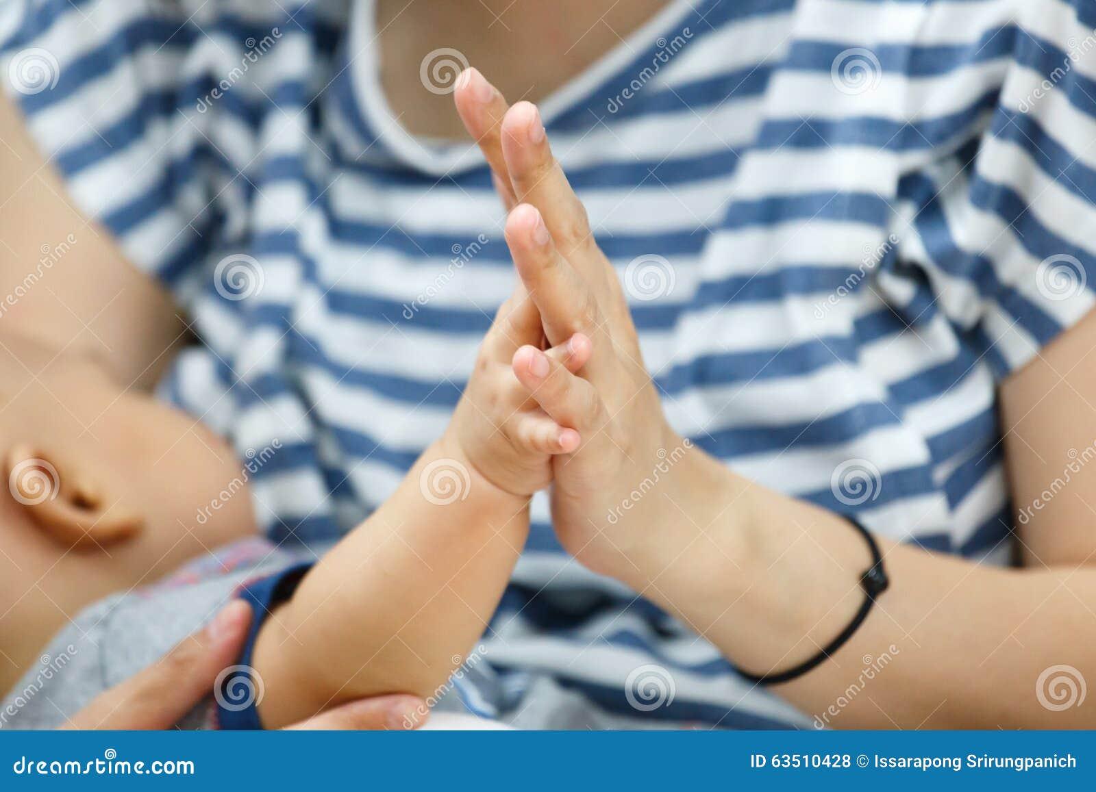 Breast feeding thumbs