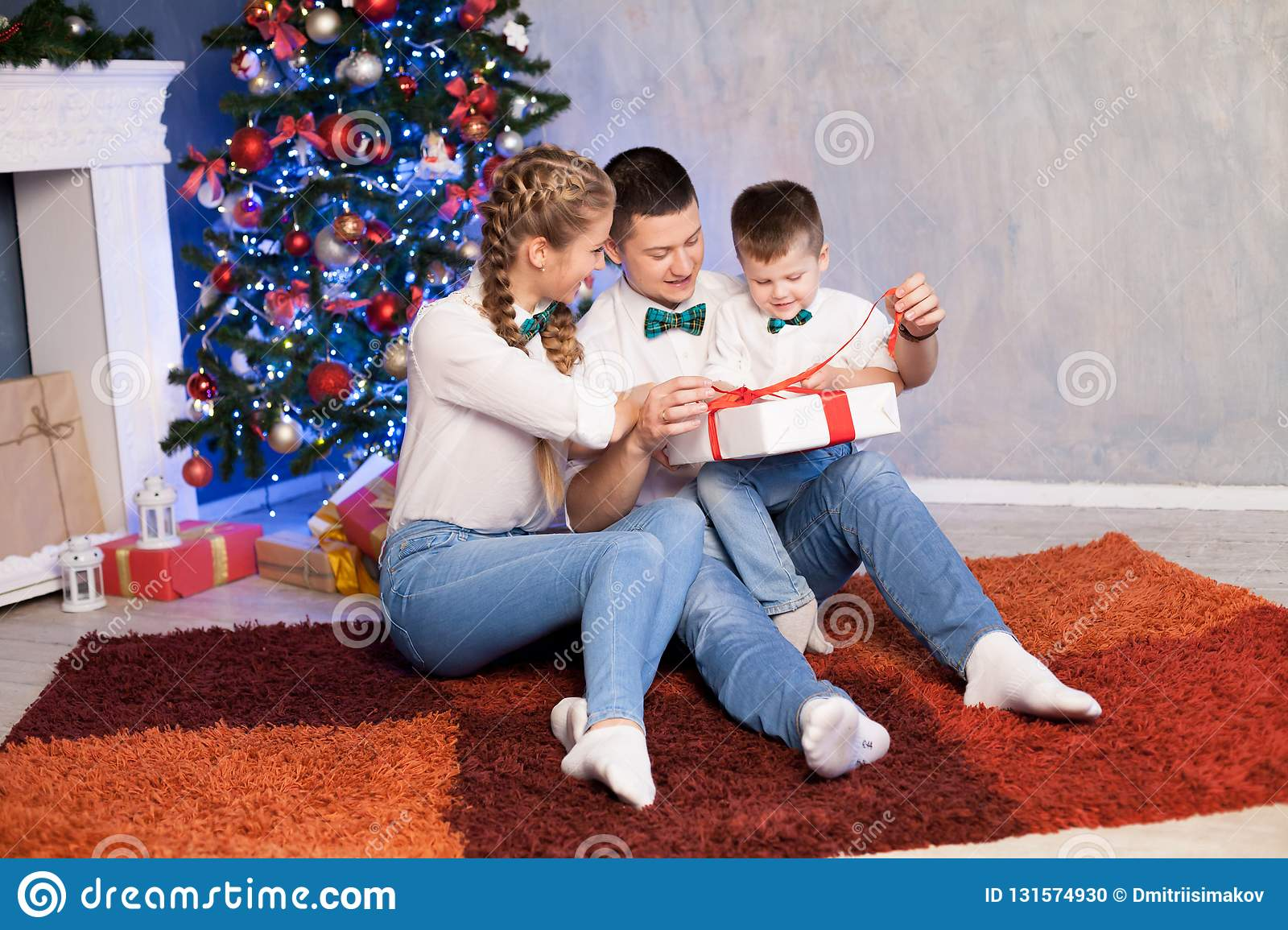 Christmas Gifts For Mom From Son.Mom Dad And Little Son Christmas New Year And Christmas