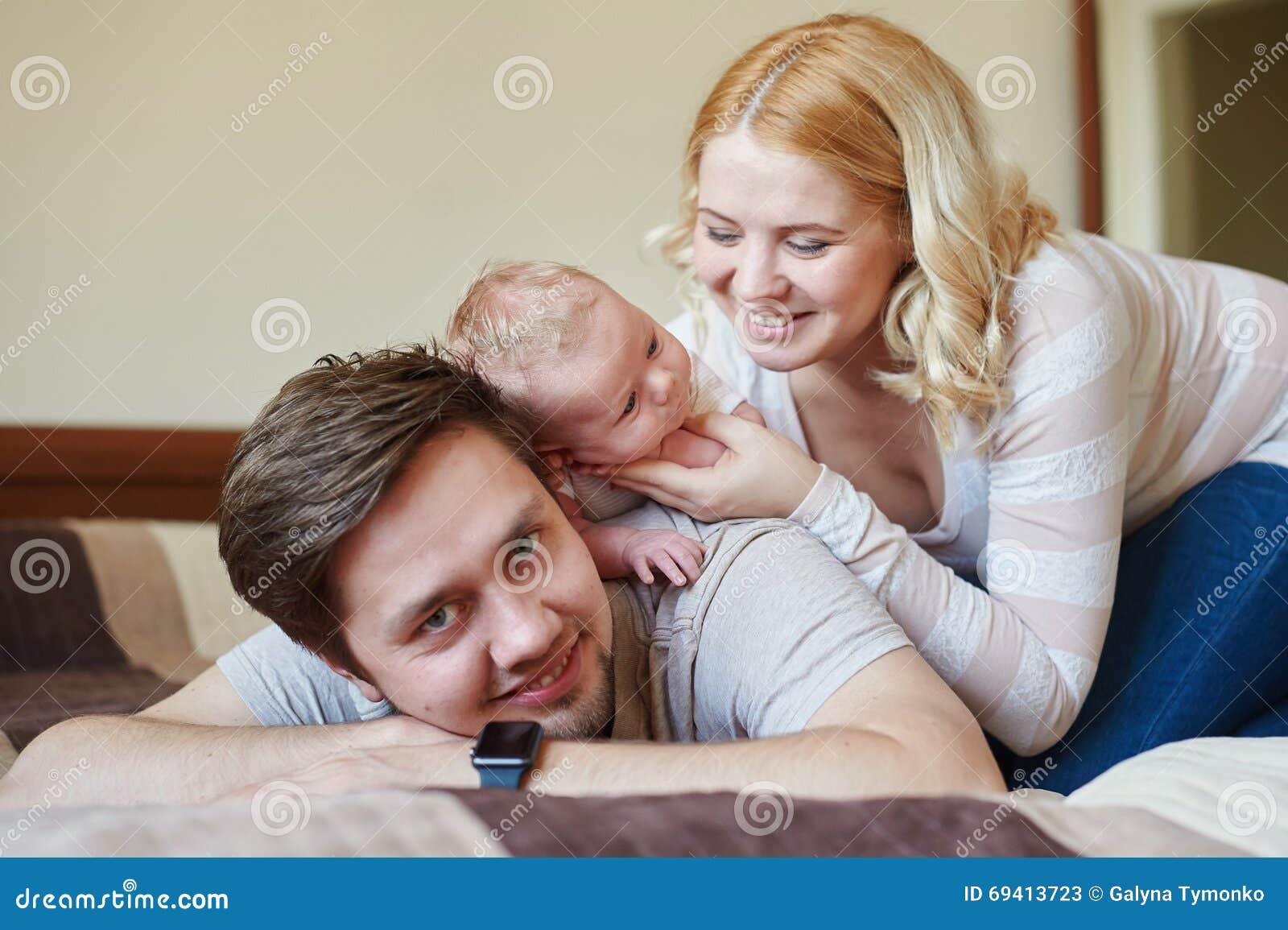Секс с папулей фото, Фотографии Русский инцест - отец и дочь 5 альбомов 37 фотография