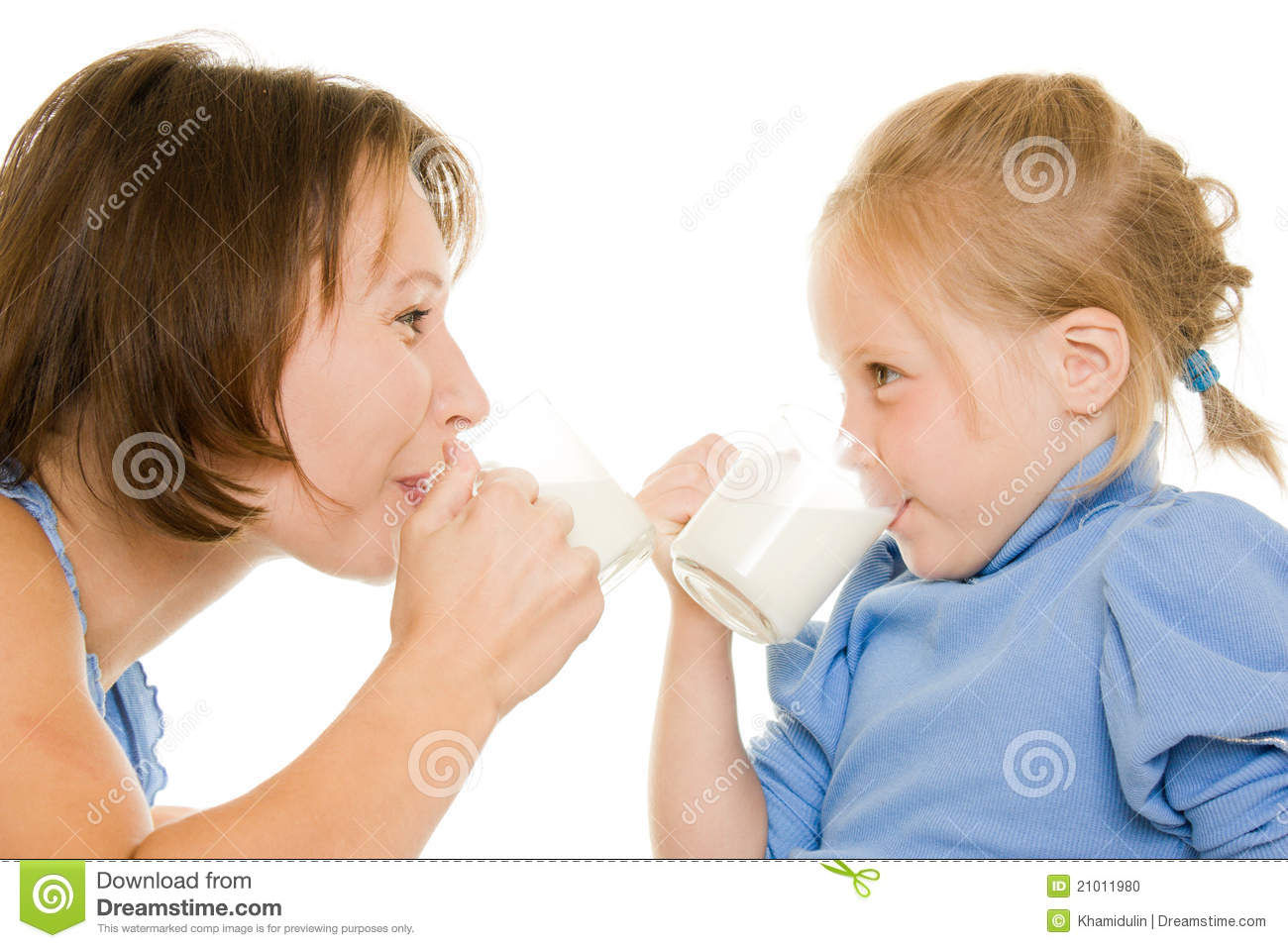 Mom and daughter drink milk.
