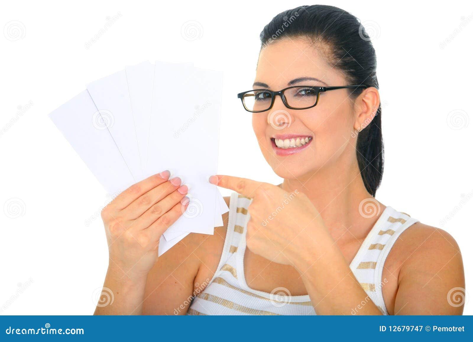 Mom för blanka kort som pekar att le till